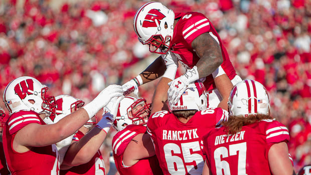 corey-clement-wisconsin-badgers-college-football-bowl-projections-playoff-predictions.jpg