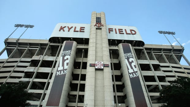 Texas A&M fans camp out for tickets--IMAGE