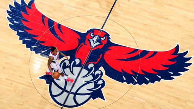 Atlanta Hawks logo court