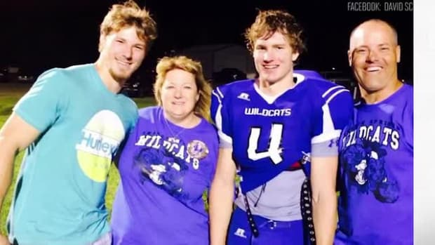 Kansas high school football player dies after collapsing at game - IMAGE