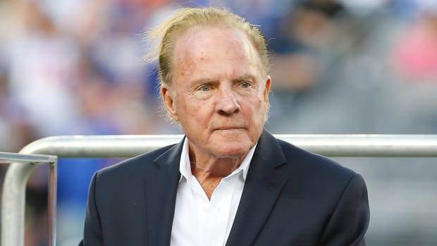 Pathologists diagnose CTE in brain of former NFL star Frank Gifford--IMAGE