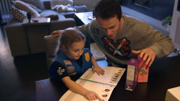 Chicago Blackhawks Jonathan Toews girl scout cookies