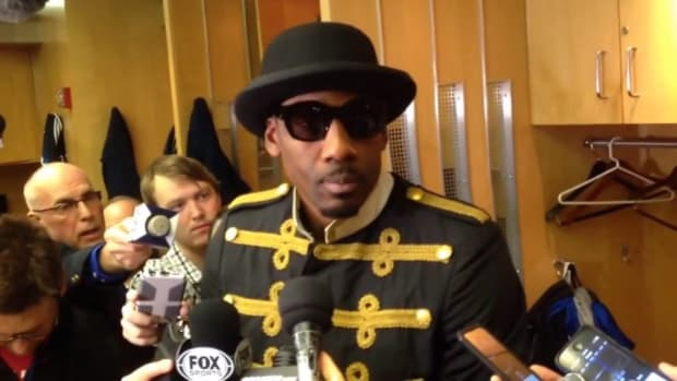 Amar'e Stoudemire says very serious thing in a very silly outfit