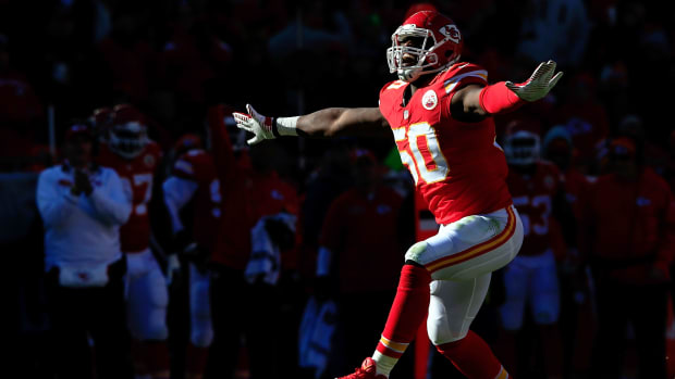 justin-houston-chiefs-record-contract.jpg