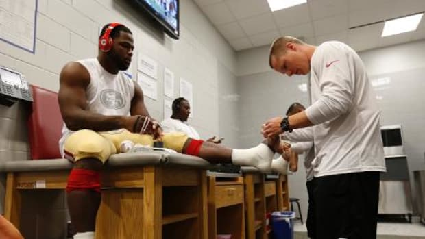 49ers place Carlos Hyde on injured reserve -- IMAGE