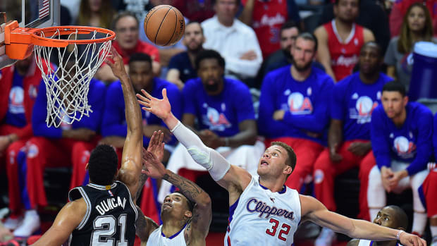 tim_duncan_block_spurs_clippers_game_5.jpg