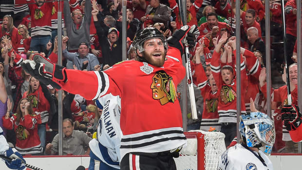 Blackhawks draw even with Lightning after 2-1 Game 4 win IMAGE