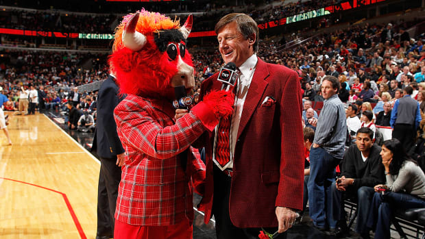 Craig Sager reveals what suit he's wearing in his courtside return-image