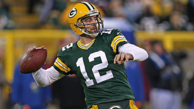 aaron-rodgers-twelve-stories-green-bay-packers.jpg