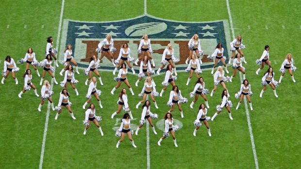 New California law grants cheerleaders employee rights--IMAGE