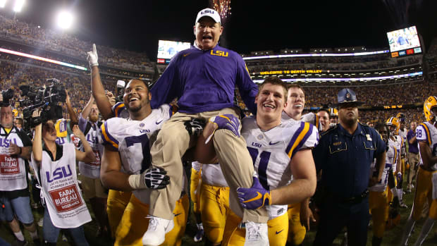 lsu-les-miles-carried-off-texas-am.jpg