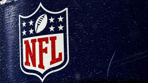 NFL investigates Deflategate controversy