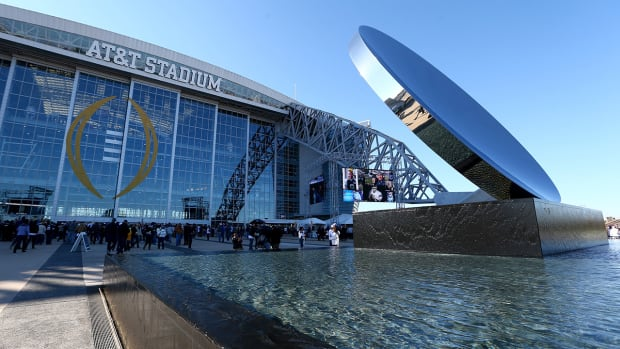 Man shot during fight outside Cowboys' AT&T Stadium dies -- IMAGE