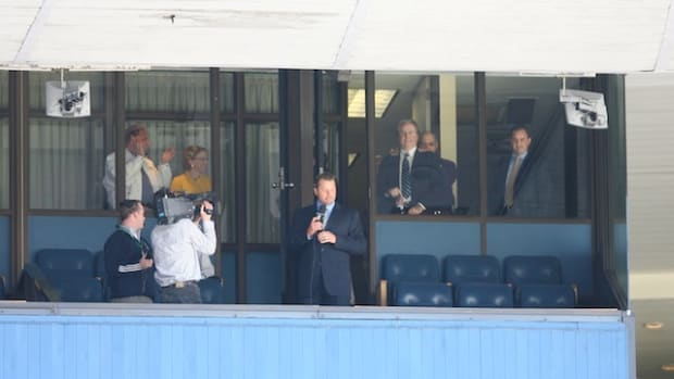 Roger Clemens announces his return in George Steinbrenner's box