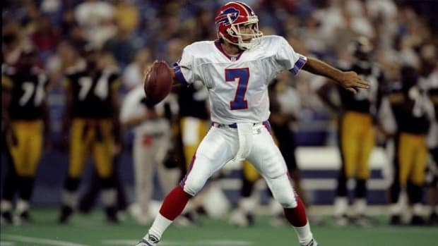 Doug Flutie's parents die within an hour of each other--IMAGE
