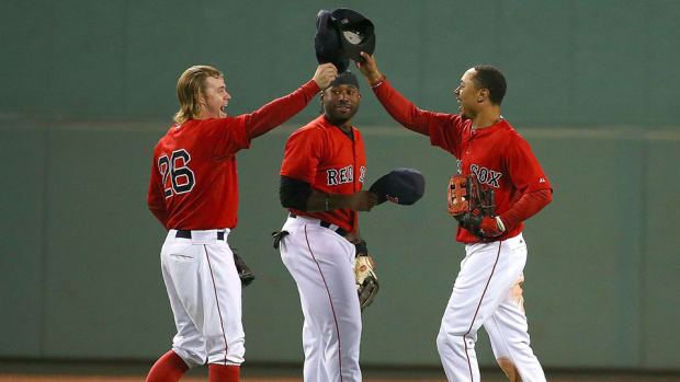 mookie-betts-over-the-wall-home-run-rob-catch-video.jpg