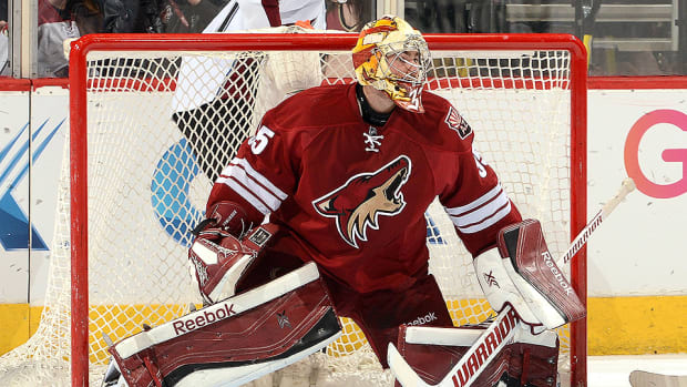 coyotes-sign-louis-domingue-contract.jpg