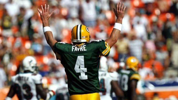 brett-favre-packers-number-retired.jpg