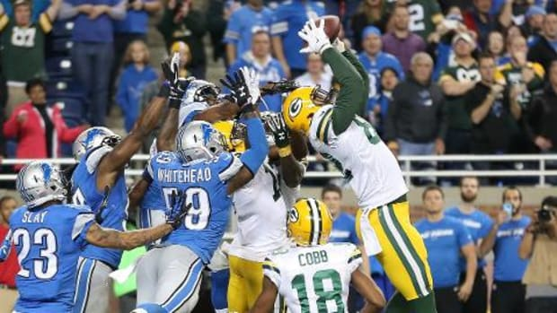 Packers stun Lions on Aaron Rodgers' Hail Mary TD -- IMAGE