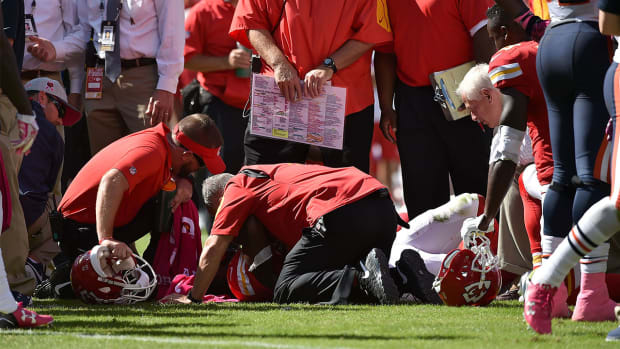 Chiefs fear Jamaal Charles suffers torn ACL - IMAGE