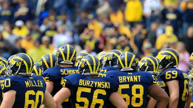 Michigan-players-flip-for-spring-football-practice