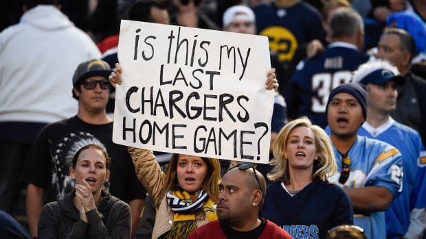 mmqb-chargers-fan-sign.jpg