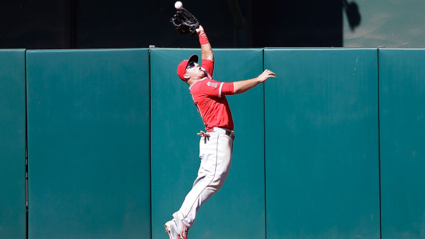 mike-trout-catch-vs-as.jpg