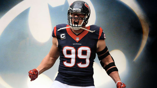 J.J. Watt surprises kids at hospital dressed as Batman -- IMAGE