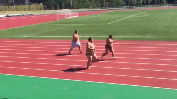 sumo-wrestlers-racing-watch-video.jpg