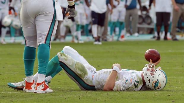 ryan-tannehill-dolphins-blood-urine-injury.jpg