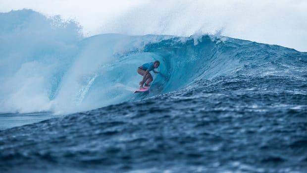 bianca-buitendag-surfing-bg.jpg