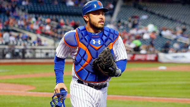 Mets place Travis D'Arnaud (elbow) on 15-day DL IMAGE