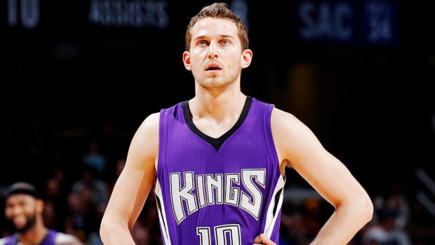 Report: Kings to trade three players to 76ers in cap-clearing move-- IMAGE