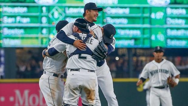 iwakuma-mariners-no-hitter.jpg