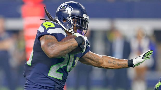 seattle-seahawks-marshawn-lynch-active-vs-cardinals.jpg