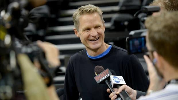 Steve Kerr videobombs ESPN cameras