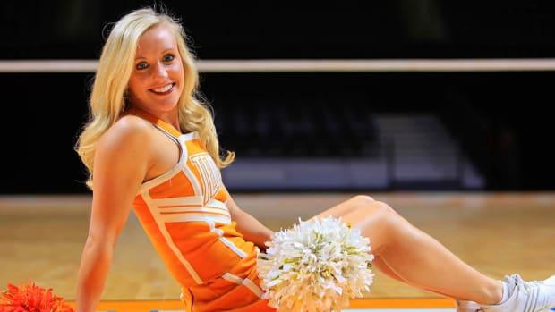 cheerleader-of-week-elizabeth-960.jpg