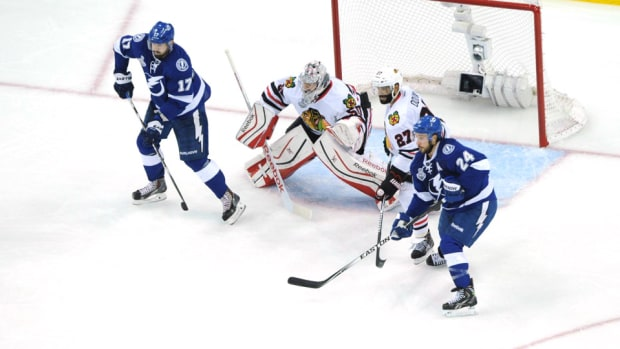 killorn-crawford-callahan-lightning-blackhawks-game2.jpg