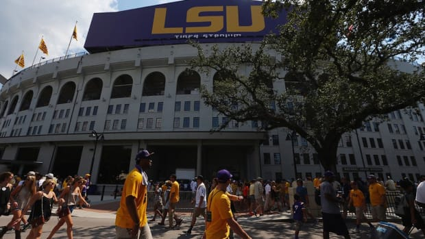LSU welcomes South Carolina fans...with dogs