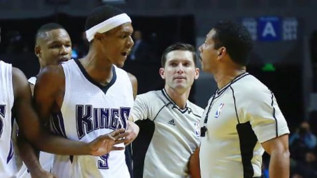 Rajon Rondo ejected during Kings' blowout loss in Mexico City -- IMAGE