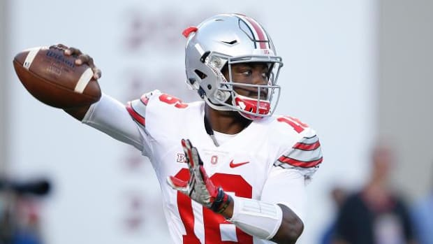 Ohio State QB J.T. Barrett defends arm strength compared to Cardale Jones - IMAGE