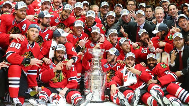 chicago-blackhawks-stanley-cup-banner-raised.jpg