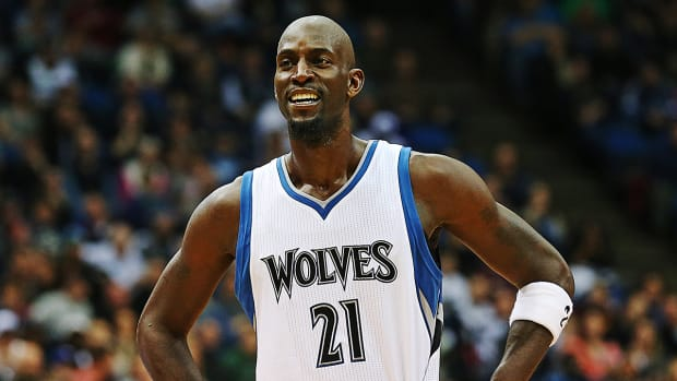 Report: Kevin Garnett agrees to re-sign with Timberwolves-- IMAGE