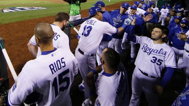 Kansas City Royals defeat Toronto Blue Jays in Game 1 of ALCS - IMAGE