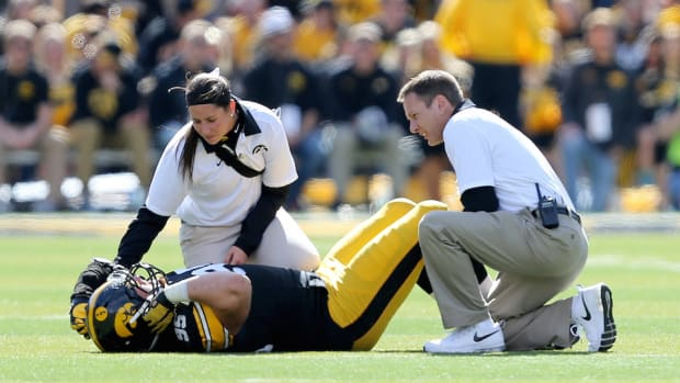iowa-drew-ott-torn-acl.jpg