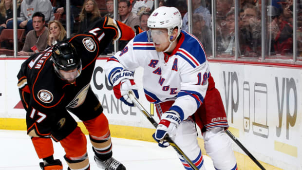 Rangers sign defenseman Marc Staal to contract extension