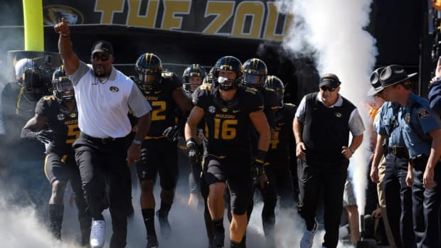 Missouri football refuses to participate in football activities until university system president resigns