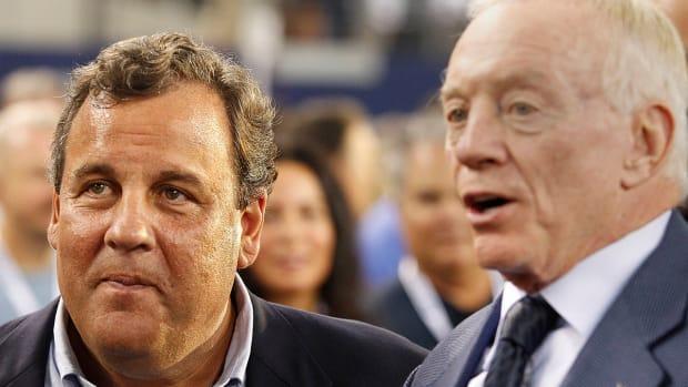 Chris Christie celebrates Cowboys win with Jerry Jones