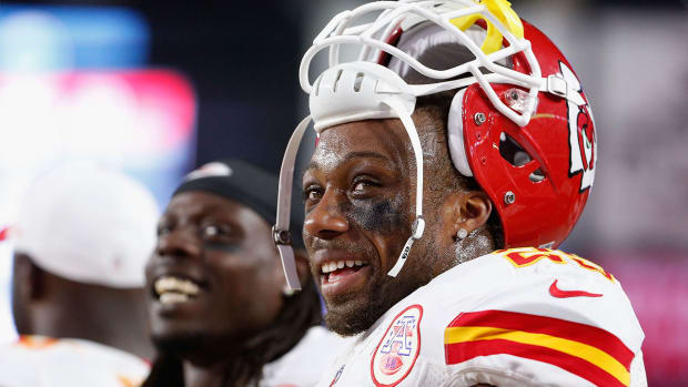 Chiefs' Eric Berry returns to Arrowhead after lymphoma battle -- image