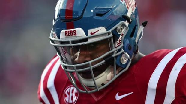 Ole Miss DT Robert Nkemdiche hospitalized after fall -- IMAGE